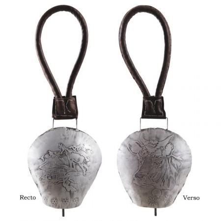 Cloche en metal  Hauteur : 38cm